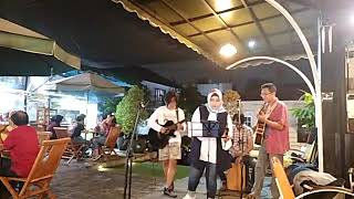 Sweet child o mine cover by the authentic version live @ataplaju #cajoncover #cajonplayer