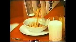 VINTAGE 1973 KING VITAMIN CEREAL - BOY HAVING BREAKFAST WITH THE KING