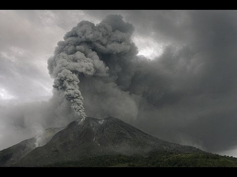 4,300 RESIDENTS EVACUATED AS INDONESIA'S MOUNT SINABUNG VOLCANO ERUPTIONS INTENSIFY (NOV 16, 2013)