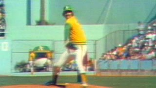1974 WS Gm1: Rollie Fingers gets win in relief