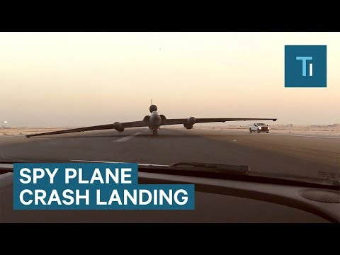 "The U-2 spy plane lands with a ""controlled crash"" every time"