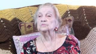 Doña Juana canta una de sus décimas: