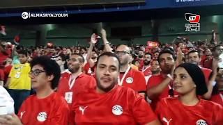 فرحة هستيرية لجماهير منتخب مصر عقب إحراز «تريزيجيه» الهدف الأول بمرمى زيمبابوي