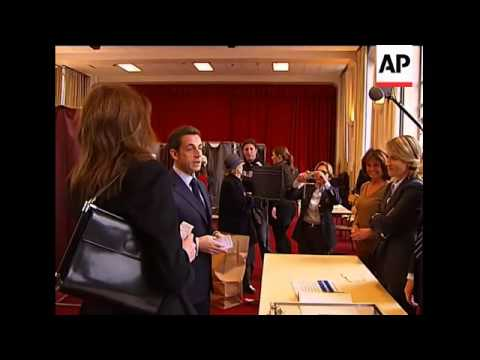 French President Sarkozy, Carla Bruni vote in regional elections