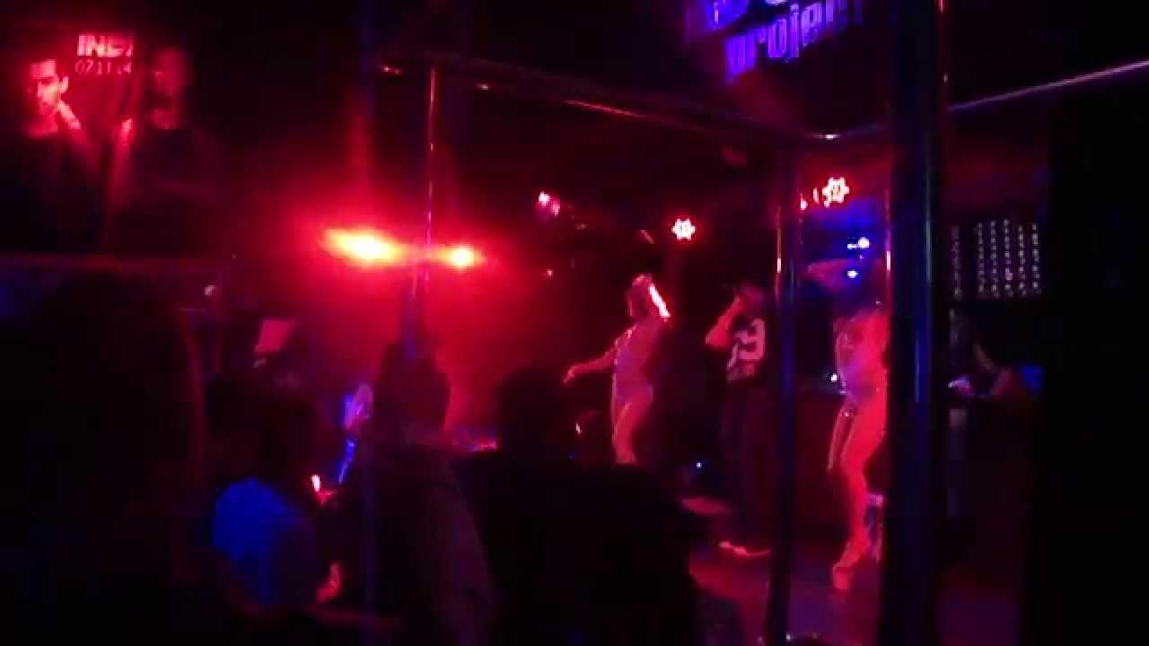 Фильмы девушки на трубах голой в клубе реально жесткий