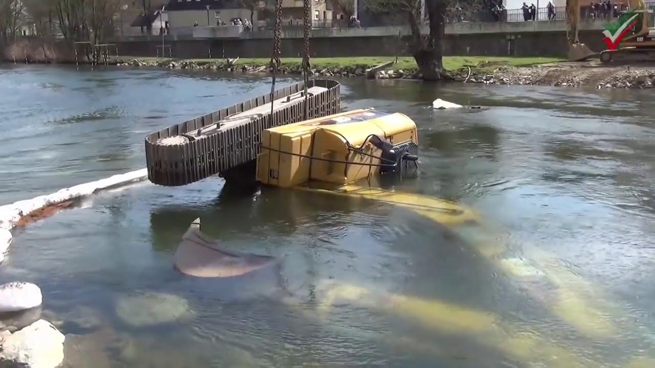 Baggerunfall Cat Bagger Im Fluss Wasser Bagger Unfälle Extrem Bergung Durch Strömungsretter