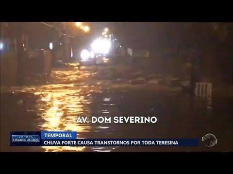 Chuva forte causa transtornos por toda Teresina