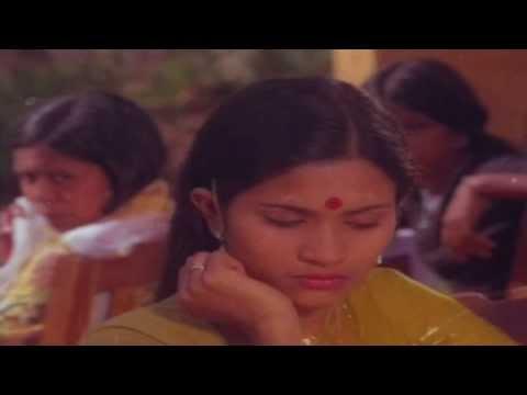 Ninte Thumbu Kettiyitta Lyrics In Malayalam - Shalini Ente Koottukari Malayalam Movie Songs Lyrics