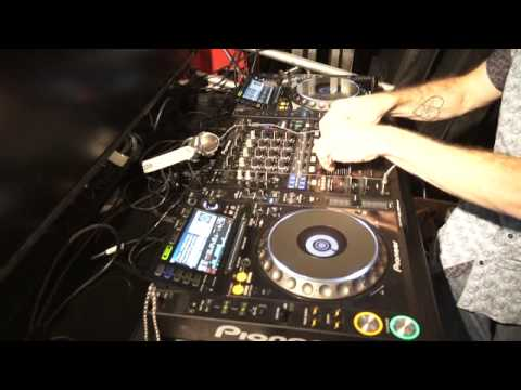 DJ DEMONSTRATION   Mixing Rock music into house by ellaskins the DJ Tutor