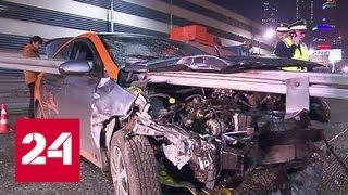 Смотреть видео Автомобиль каршеринга насквозь прошило отбойником на ТТК - Россия 24 онлайн