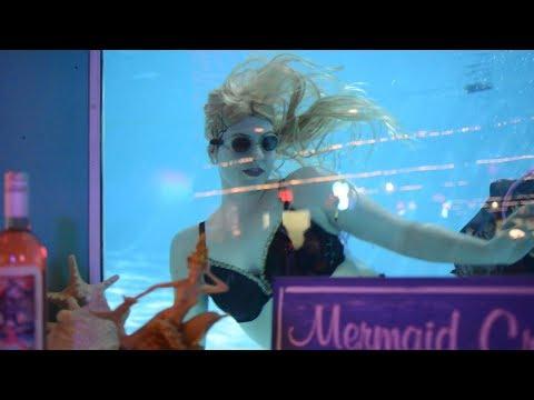 Mermaids of the Sip 'n Dip | Montanans