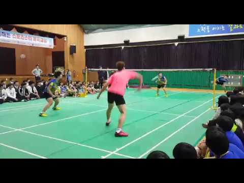 Lee Yong Dae playing with high school students