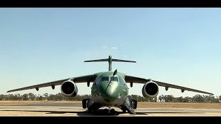 O Presidente Jair Bolsonaro Recebe O KC 390