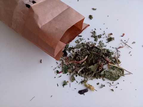 Купить настоящий травяной чай с предгорий Алтая.