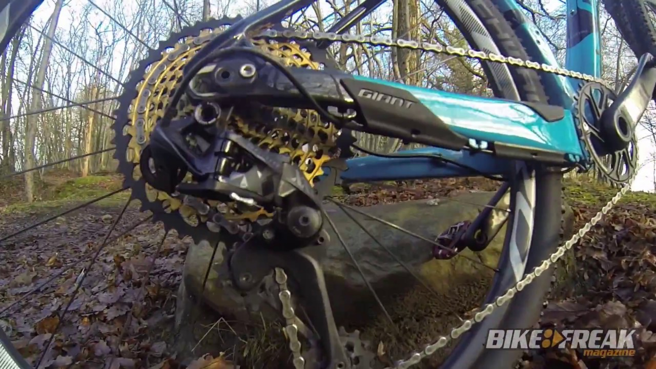 2017 Giant XTC Advanced +1 Mountain Bike - Walkaround - 2016 .