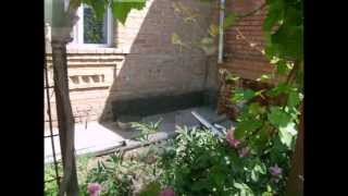 видео Облицовка фундамента природным камнем: порядок выполнения работ
