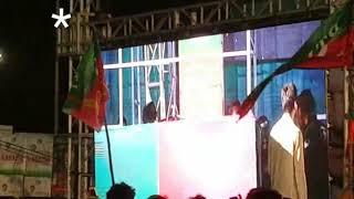 Amir Liaqat speech se phele stage pe girgai, karachi PTI jalsa 22.07.2018