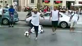 Мастера футбольного фристайл.vk.flv