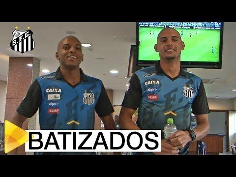 """Rodrygo e Yuri Alberto são """"batizados"""" pelo elenco"""
