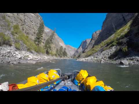 driving-sweep-boat-through-impassable-canyon,-middle-fork-of-the-salmon