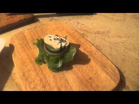 Канапе с голубым сыром