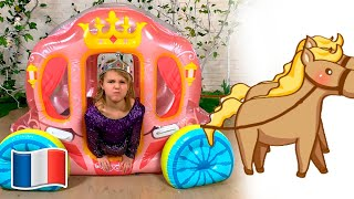 Cinq Enfants jouent va au bal de princesse