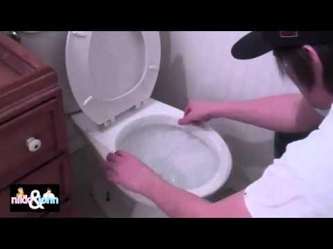Смотреть как ж в туалете ссат
