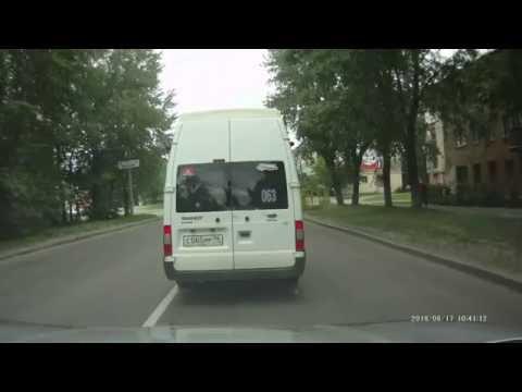Бесстрашная маршрутка в Екатеринбурге. Проезд на Красный, поворот с правого ряда.