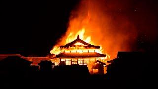 В Японии сгорел дотла древний замок Сюри XIV века