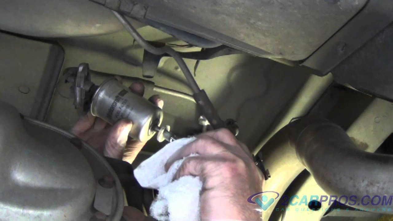 hight resolution of fuel filter replacement line removal