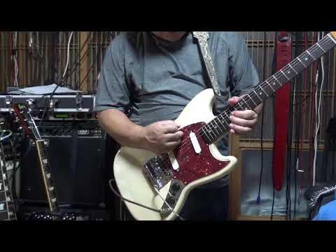Fender Mustang 001