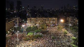 הפגנה ב כיכר רבין תל אביב  נגד חוק הלאום דגל פלסטין מחאה מפגינים ערבים ישראליים