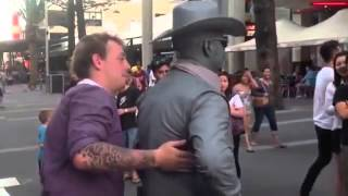 Living Statue Punches Guy