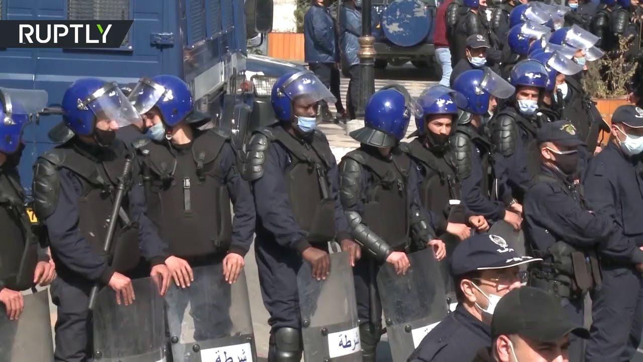 آلاف الجزائريين يتظاهرون في الجمعة الثانية على التوالي  - 11:58-2021 / 3 / 6
