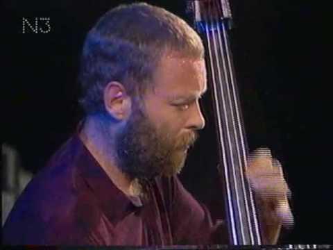 Jazzfest Berlin 1990 - (III) - Pat Metheny Trio - Dave Holland (b) - Roy Haynes (dr) deel 2.avi