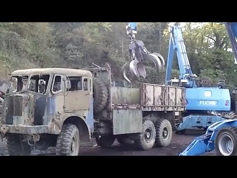 Shredding & Crushing Old Army Truck 8x8 Off Road Truck For Recycling