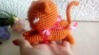 Игривый котенок - игрушка вязаная крючком