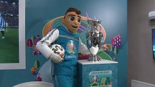 В Санкт Петербурге встречали главный трофей Чемпионата Европы по футболу 2020