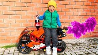 Funny Baby Tucked Brother's Sportbike Заправил СпортБайк Брата