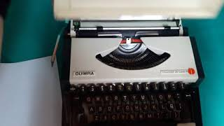 Vintage Olympia Traveller De Luxe S /Yugoslavia Mechanical Portable Typewriter Sale