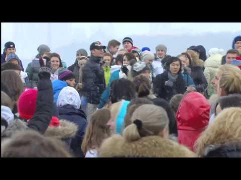 Крупный танцевальный флэшмоб на Воробьевых горах. Россия, Москва. 2012г.