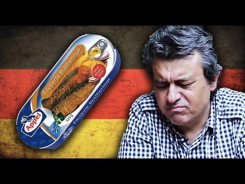 Türkler Alman Balıklarını Tadıyor: Melih ile Ersan Abi Almanya'dan bavullarında balık konserveleri ile geldi. Ekip olarak tattık. Beğendiklerimiz de oldu, beğenmediklerimiz de. Videomuz meşhur lafı da içeriyor: Yenecek bir şey değil ama yenmeyecek bir şey de değil. :)  OHA Diyorum kanalında ilginç, komik, faydalı, eğlenceli videolar yayınlıyoruz. İlginç bilgiler veriyoruz, eğlenceli oyunlar oynuyoruz, rekor denemeleri yapıyoruz, komik fotoğrafları derliyoruz, enteresan sorulara cevap veriyoruz, göz yanılmaları ile şaşırtıyoruz, oha diyeceğiniz deneyler yapıyoruz. Videolarımızı çekerken önce biz eğleniyoruz, ardından elbette sizi eğlendirmeyi amaçlıyoruz.   Faydalı ipuçları ve hayatınızı kolaylaştıran pratik bilgiler için diğer kanalımız YAPYAP'ı ziyaret edin: http://www.youtube.com/yapyap