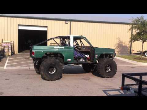 Chevy K5 Rock Crawler Burnout - YouTube