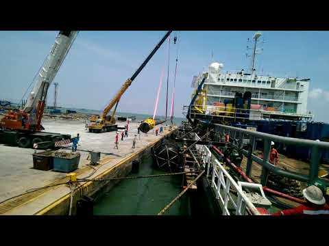 Lifting riser to accommodation barge for offshore campaign