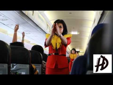 safety demo education for flight attendant Batik air vs Air asia