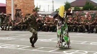 Лезгинка 2017 Красавица Зажигает Лезгинку с Солдатами