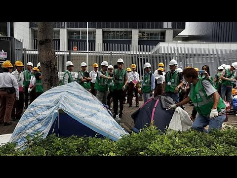 Hong Kong police clear last remaining protesters