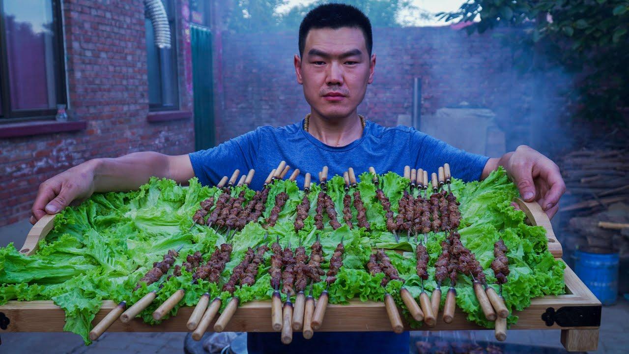 【食味阿远】阿远今天烤羊肉串,老爸和大伯吃得贼香,最后不忘吃个羊腰子   Shi Wei A Yuan