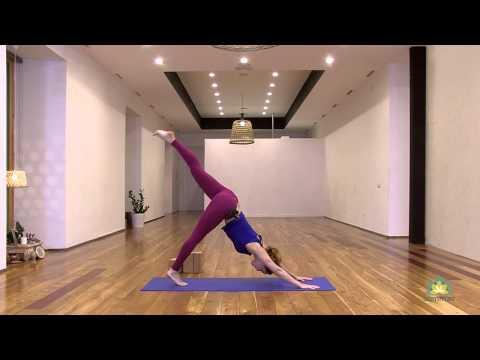 Clase abierta regalo de Aommtv en apoyo a Yoga Day. Vlarga Yoga. Despierta energia. Carla Sanchez HD