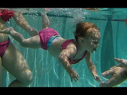 Baby Elizabeth Swimming Underwater Isr Baby Swimming Across Pool Youtube